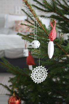 Käsintehtyjä joulukuusenkoristeita :)