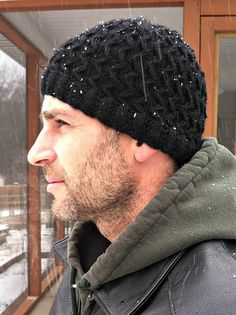 Slip Stitch Hubby Hat | This knit hat pattern is the ideal men's cold weather accessory.