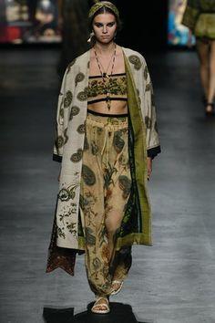 Christian Dior | Ready-to-Wear - Spring 2021 | Look 19 Fashion Week Paris, Fashion 2020, Look Fashion, Fashion Brand, Runway Fashion, High Fashion, Fashion Outfits, Womens Fashion, Fashion Design