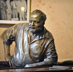 Ernest Hemingway, chilling at the bar in El Floridita, Havana. Sculpture by Cuban artist José Villa Soberón, 2003.