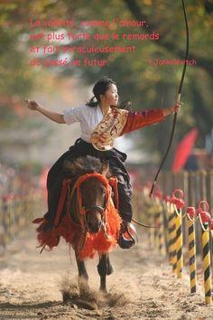 the kimono gallery: Japanese martial art Yabusame 流鏑馬. Aikido, Japanese Culture, Japanese Art, Traditional Japanese, Traditional Archery, Japan Kultur, Mounted Archery, Kendo, Nihon