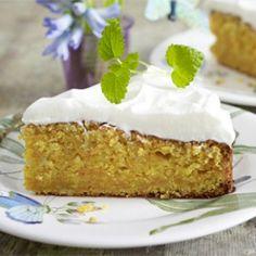 Carrot-Cake, die amerikanische Variante des Karottenkuchen, ist dank geraspelter Möhren und reichlich Mandeln besonders saftig und gehaltvoll. Carrot-Cake selber machen - so geht's!