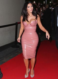 Kim Kardashian Photos - Kim Kardashian Promotes Her New Fragrance - Zimbio
