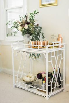 Bar Cart Ideas - There are some cool bar cart ideas which can be used to create a bar cart that suits your space. Having a bar cart offers lots of benefits. This bar cart can be used to turn your empty living room corner into the life of the party. Home Bar Decor, Bar Cart Decor, Bar Cart Styling, Styling Tips, Home Interior, Interior Decorating, Interior Design, Home Design, Design Ideas