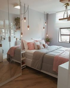 TEEN GIRL BEDROOM IDEAS - Every young girl imagine a distinctly personal area to call her own, however nailing down a natural search for a teenage girl's bedroom can be an especially tough venture. Dream Rooms, Dream Bedroom, Diy Bedroom, Bedroom Mirrors, Bedroom Chandeliers, Girls Bedroom, Pink Bedrooms, Bedrooms For Teenagers, Bedroom Wall