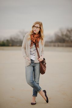 Love the slouchy bookie look