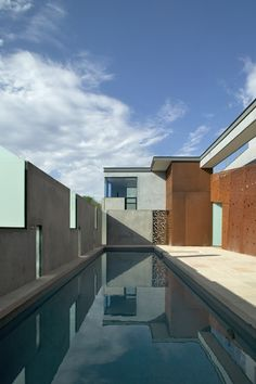 Planar House in Paradise Valley. Arizona. 2005. Steven Holl.  click 4 pics & elevations.  only level plan pinned above.