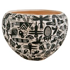 """Acoma """"Insect"""" Pot 