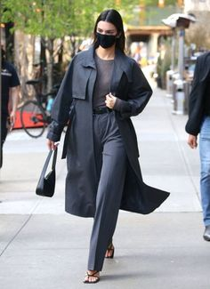 Hotel A New York, Retro Mode, Kendall Jenner Outfits, Sheer Blouse, Latest Fashion Trends, Retro Fashion, Trendy Outfits, Ikon, Street Style