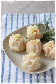持ち寄りにも最適!冷めてもおいしいえびしゅうまいレシピです。はんぺんにはお魚や卵白、さらには調味料も入っているので味が決まりやすく、ワザ要らずでおいしく作れるところがGOOD☆