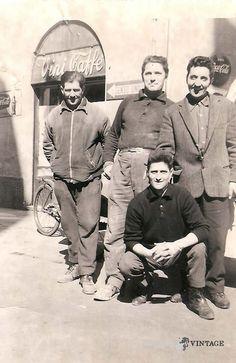 """""""Amici al Ponticello"""" - Primi anni '70 - Zona Carmine http://www.bresciavintage.it/brescia-antica/storie-di-persone/7652/"""