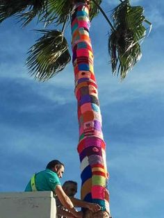 El Urban Knitting llega a La Palma del Condado / huelvaya.es Yarn Bombing, Art Inspo, Portal, Knitting, Outdoor Decor, Create, Palmas, Creativity, Dots