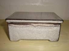 Kähler (Herman A. Kähler) box. H: 5 cm and 7,5 x 10 cm from about 1950s. Signed HAK. #kahler #ceramics #pottery #hak #box #dansk #keramik #danish