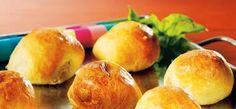Zelf gebakken gehaktbroodjes met provencaalse kruiden