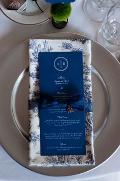 Blue and white china print napkins would be perfect for a porcelain inspired wedding.