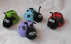 kids crafts recycle - ladybugs (egg cartons, pom-poms, pipe cleaners and googly eyes)