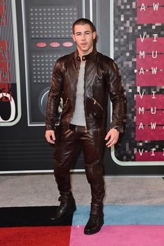 Nick Jonas en Versace. MTV Video Music Awards 2015. Microsoft Theater, Los Angeles. yourmotheradoresme