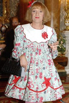Queen won't be present when transvestite Grayson Perry receives CBE Men Wearing Dresses, Grayson Perry, Brolita, Cool Outfits, Fashion Outfits, Style Fashion, Tracey Emin, Frilly Dresses, S Pic