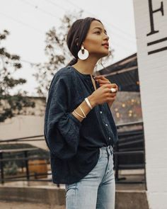 Blouse Outfits Collarless Button Down Blouse Oversized Blouse Vintage Levi's Light Wash Denim Minimal Street Style White Accessories