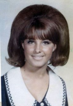 Vintage American Teen Girls' Hairstyles: Portraits of Female Students of High Schools in California From the Late to Early ~ vintage everyday 1960 Hairstyles, Teen Girl Hairstyles, Vintage Hairstyles, Female Hairstyles, Wedding Hairstyles, Teased Hair, Bouffant Hair, Bad Hair, Hair Day