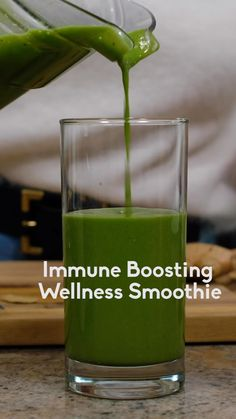 Immune boosting wellness smoothie packed with nourishing ingredients: fresh ginger, turmeric root, spinach, raw or manuk Smoothie Packs, Smoothie Prep, Healthy Smoothies, Healthy Drinks, Detox Juice Recipes, Detox Drinks, Smoothie Recipes, Detox Foods, Blackberry Smoothie