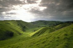 A typical day in New Zealand = AMAZING VIEWS! This is a photo of New Zealand's rolling hills, normally found on the north island - visited with HUA 2011 Online Cash, Earn Money Online, Online Jobs, Lake City, Oh The Places You'll Go, Rocky Mountains, New Zealand, How To Make Money, Scenery