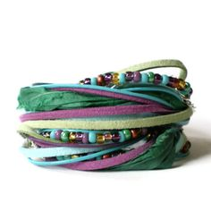 couro boho pulseira envoltório fita de camurça verde roxo por jcudesigns