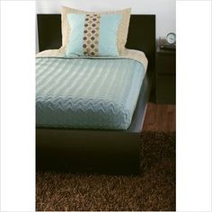 Ugh - hard finding something for a twin size bed Online Furniture, Cool Furniture, Pillow Arrangement, Quilt Sets, Bed Frame, Mattress, Twin, House Ideas, Pillows
