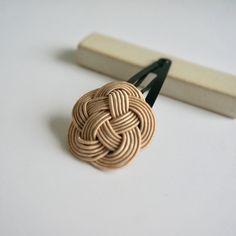 水引ピン 梅(ベージュ) Paper Weaving, Weaving Art, Willow Weaving, Basket Weaving, Rattan, Wicker, Nautical Furniture, Lucky Charm, Apparel Design