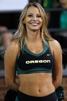 A cheerleader for the Oregon Ducks looks on during the game against the Washington State Cougars at Martin Stadium on September 20 2014 in Pullman. Cheerleading Photos, College Cheerleading, Cheerleading Outfits, Oregon Cheerleaders, Football Cheerleaders, Female Crossfit Athletes, Female Athletes, Rihanna Body, Blond