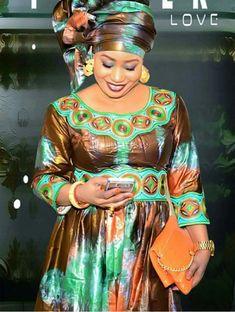 Mali || bazin brodé C'est comme ça que les mamans africaines doivent s'habiller.