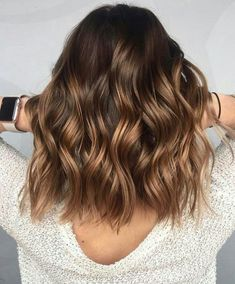 A blond sweep on brown hair, is it possible? - Mel - - Un balayage blond sur cheveux bruns, est-ce possible ? A blond sweep on brown hair, is it possible? Brown Hair Balayage, Brown Blonde Hair, Hair Color Balayage, Balayage Hairstyle, Blonde Honey, Balayage Hair Brunette Medium, Balayage Highlights Brunette, Color Highlights, Short Balayage