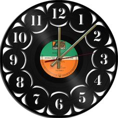 Tick tock - we love this recycled record clock! Number Theme Vinyl Record Clock Upcycled vinyl by geoartcrafts, Vinyl Record Projects, Vinyl Record Clock, Vinyl Records, Clock Craft, Diy Clock, Vinyl Crafts, Vinyl Art, Vinyl Platten, Wall Clock Numbers