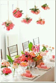 Blumen machen jeden Tisch lebendiger
