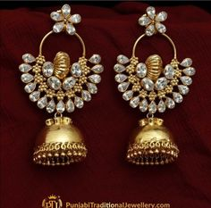 Saved by radha reddy garisa Royal Jewelry, India Jewelry, Rose Gold Jewelry, Stylish Jewelry, Fashion Jewelry, Gold Pendent, Jhumki Earrings, Indian Wedding Jewelry, Silver Anklets