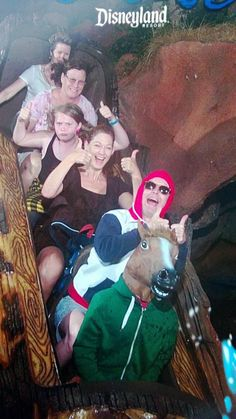 18 of the Funniest Splash Mountain Pictures Ever Rollercoaster Funny, Roller Coaster Pictures, Funny Disney Pictures, Funny Photos Of People, Aliens, Disneyland Photos, Mountain Pictures, Park Pictures, Random Pictures