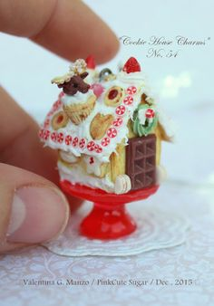 by Pink Cute Sugar Miniatures Miniature Crafts, Miniature Christmas, Christmas Minis, Miniature Food, Tiny Food, Fake Food, Christmas Gingerbread House, Gingerbread Houses, Cookie House