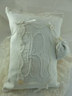 White French Vintage Linen  Keepsake Monogram R with by Krishenka, €27.00