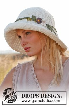Crochet DROPS hat in 2 strands Bomull Lin or 2 strands Paris. Free crochet pattern by DROPS Design. Beau Crochet, Crochet Adult Hat, Crochet Summer Hats, Bonnet Crochet, Crochet Cap, Crochet Scarves, Crochet Clothes, Free Crochet, Free Knitting