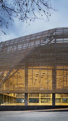 Sports Facility / Batlle i Roig Arquitectes Edificio Polideportivo / Batlle i Roig Arquitectes – ArchDaily