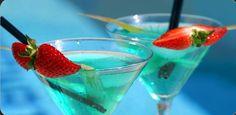 ANGELA COCKTAIL  Příprava:   Vezměte shaker a naplňte ledem a nalijte všechny ingredience. Podáváme v sklenice ledu dobře. Ozdobte koktejlovou třešní nebo citron twist.  Složení:Angela koktejl  1/3 Dry Vermut  Vermut 1/3 bílá  1/6 modré curacao  1/6 Cointreau  Koktejlovou třešní, kdo chce, může přidat dvě kapek citrónové šťávy.