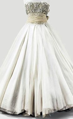 Christian Dior Haute Couture by Gianfranco Ferré, Autumn-Winter Dior Haute Couture, Style Couture, Haute Couture Dresses, Couture Fashion, Vintage Gowns, Vintage Outfits, Vintage Fashion, Vintage Dior, Christian Dior