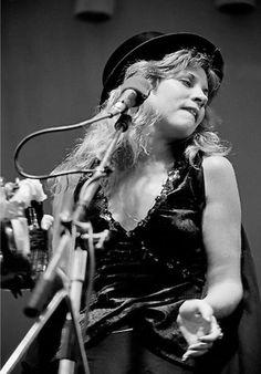 Stevie Nicks onstage w/ Fleetwood Mac in Fleetwood Mac Live, Stevie Nicks Fleetwood Mac, Stephanie Lynn, Look Vintage, Jim Morrison, Eric Clapton, Documentary Film, Jimi Hendrix, Vintage Hollywood