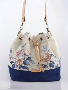 Best 12 Blubery / Ručne maľovaná ľanová kabelka z ľanu Patchwork Bags, Quilted Bag, How To Make Handbags, Fabric Bags, Cute Bags, Handmade Bags, Fashion Bags, Purses And Bags, Sewing Patterns