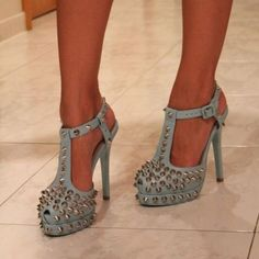 Cute high heels with thorns and strap. Dream Shoes, Crazy Shoes, Me Too Shoes, Cute High Heels, Beautiful High Heels, Amazing Heels, Stilettos, Uggs, Chanel