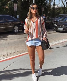 115 new ideas for moda vintage outfits fashion – page 32 Cute Summer Outfits, Spring Outfits, Casual Outfits, Cute Outfits, Levis Short, Short Jeans, Look Fashion, Fashion Outfits, Fashion Ideas