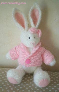 Lapin rose blanc jcaro.canalblog.com Knitting Patterns, Crochet Patterns, Creative Knitting, Pink Rabbit, Knitted Animals, Baby Girl Blankets, Bear Doll, Amigurumi Doll, Stuffed Toys Patterns