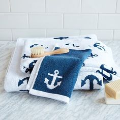 For the kids bathroom; Made from woven cotton terry cloth, the Anchor Jacquard Collection has a reversible pattern that inverts the colors from one side to the other. Anchor Bathroom, Nautical Bathrooms, Blue Bathrooms, Decor Market, Beach House Decor, Home Decor, Nautical Home, Nautical Bedroom, Coastal Bedrooms