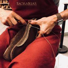 #workinprogress #handsewn #handmade #shoemaking #svec #praha #prague #zacharias #bespoke #boty #botynamiru #botynazakazku #applewatch #polishednails #polishedman #malenails