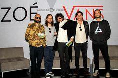 Presentan la nueva línea de ropa y tenis Vans en colaboración con la banda mexicana de rock ZOE. | Angular 11-18